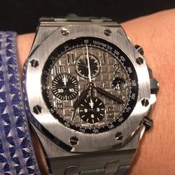【満足している点】                   世界三大時計に相応しい作り込みが素晴らしい                   【不満な点】                   パワーリザーブ50時間は短いかな                   【総合的に】                   ジェラルドジェンダデザイン素晴らしい