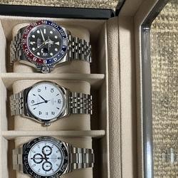 IWCのポルトゲーゼを見ていたら、無性に白い文字盤で青い針の時計が欲しくなり、買ってしまった時計。結構気に入って、相応の頻度で使ってます。