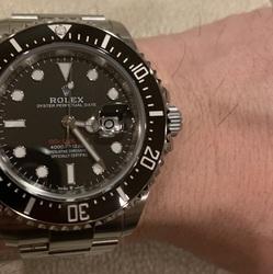【満足している点】                   存在感                                      【不満な点】                   特になし                                      【総合的に】                   サブマリーナより自分に合っている腕時計と感じる。